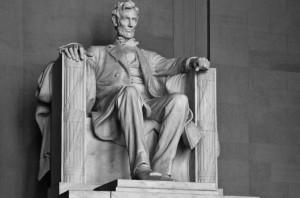 La-statua-di-Abramo-Lincoln-a-Washington-620x410