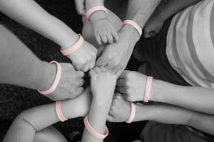 breast-cancer-bracelets-620x415