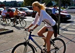 ragazze danesi sexy bicicletta belle bella ragazza danese danimarca copenaghen chic fascino bellezza nordica (4)