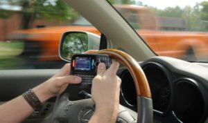 texting-while-driving-640x380
