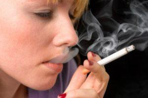 Young women smoking -1706487