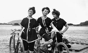 Genre painting, 1900. On a beach : cyclist women