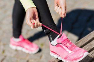 tying_sneakers