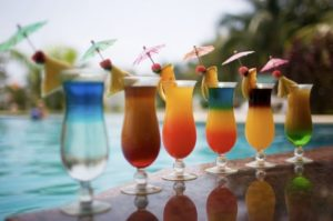 Summer-pool-party-drinks