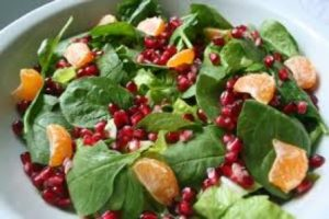 green_salad_with_pomegranate_and_stamnagathi