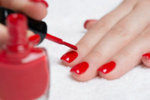 woman-doing-nails
