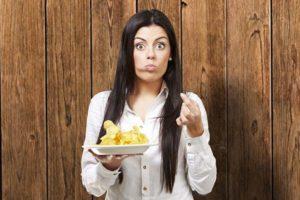 teen-eating-junk-food