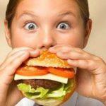 FAST FOOD: ΠΩΣ ΕΠΗΡΕΑΖΕΙ ΤΗΝ ΥΓΕΙΑ ΤΩΝ ΠΑΙΔΙΩΝ