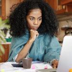 8 TIPS ΠΟΥ ΠΡΕΠΕΙ ΝΑ ΓΝΩΡΙΖΕΤΕ ΑΝ ΠΕΡΝΑΤΕ ΠΟΛΛΕΣ ΩΡΕΣ ΜΠΡΟΣΤΑ ΣΤΟΝ ΥΠΟΛΟΓΙΣΤΗ